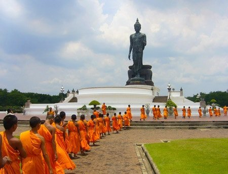 Thailand-culture-basics-puttamonthon-buddha