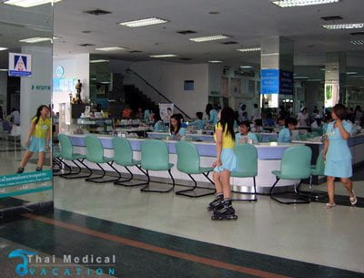 yanhee-international-bangkok-hospital-roller-skate-nurses